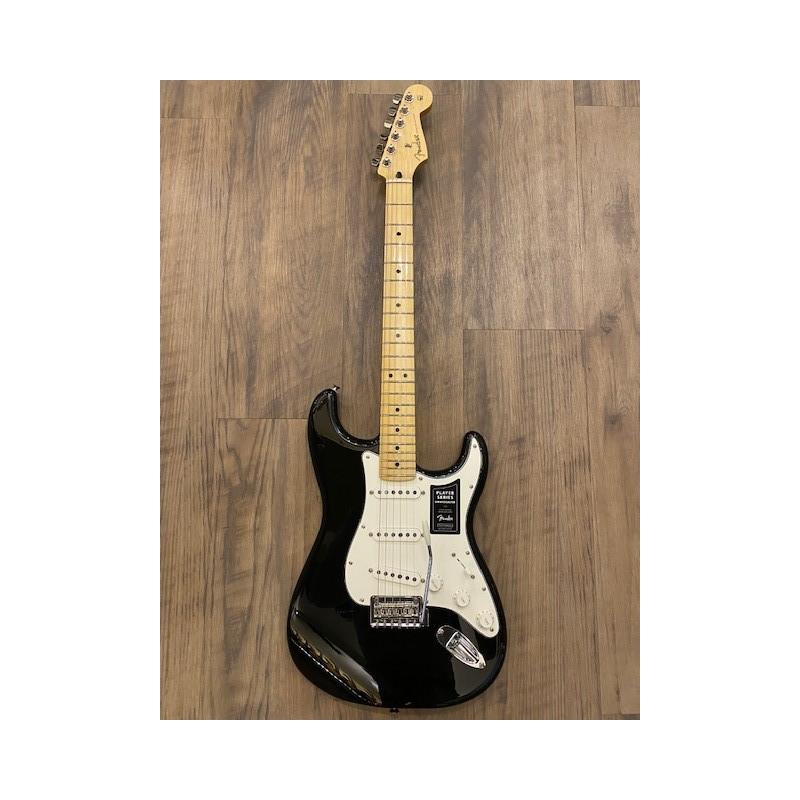Fender Player Stratocaster®, Maple Fingerboard, Black