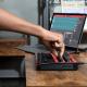 Akai MPKMINI3RED Mini touches - USB 25 mini notes 8 pads écran OLED Red Edition