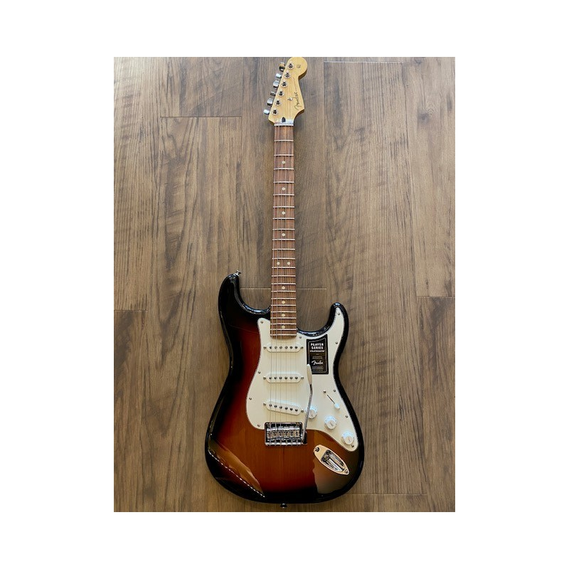 Fender Player Stratocaster®, Pau Ferro Fingerboard, 3-Color Sunburst