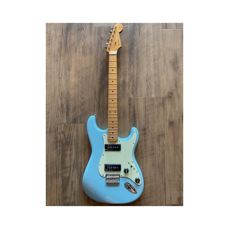 Fender Noventa Stratocaster®, touche en érable, bleu Daphne