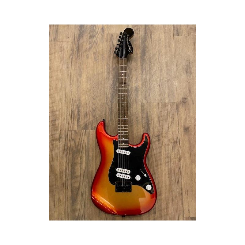 Squier Contemporary Stratocaster® Special HT, Touche Laurel, Pickguard noir, Sunset Metallic